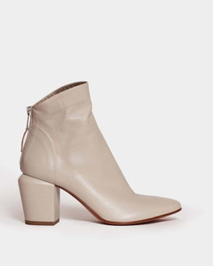 Mira pearl pumps